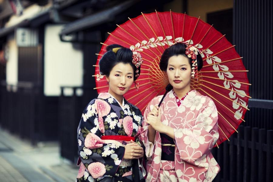 VISIT KIOTO geishas in the papan tea tour